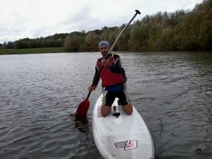 Seb Douet sur le paddle board aux boucles de la Marne