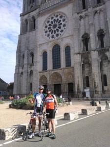 Devant la cathédral de Chartres