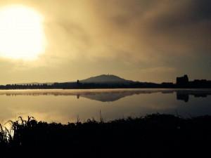 Lever du soleil sur le lac de Vaivre lors du triathlon de Vesoul