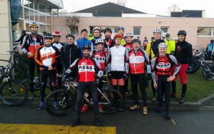 Photo de groupe ACBB Triathlon au départ du rallye VTT
