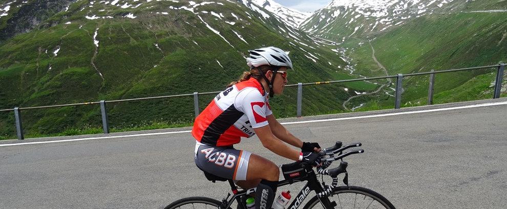 Charlotte sur le vélo au Swissman 2016